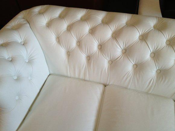 ledersofa mit nieten die neueste innovation der. Black Bedroom Furniture Sets. Home Design Ideas