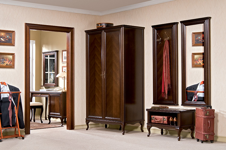 Klassische Möbel Im Italienischen Stil ...