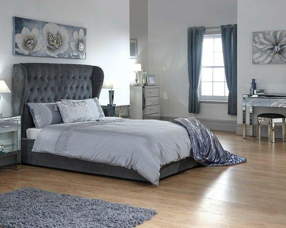 Chesterfield Designer Bett Schlafzimmer Textil Leder Polster 140 160 180 200 Cm Www Jvmoebel De La Design Chesterfield Mobel Ledersofa Sofa