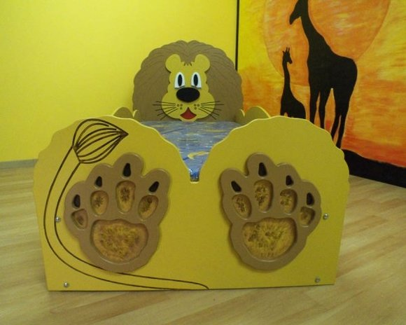 kinderbett jugendbett bett mit matratze betten lion. Black Bedroom Furniture Sets. Home Design Ideas