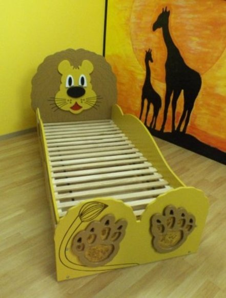 kinderbett jugendbett bett mit matratze betten lion. Black Bedroom Furniture Sets. Home Design Ideas